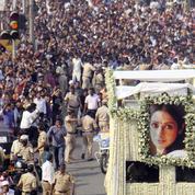 Les rumeurs les plus folles courent autour de la mort de Sridevi, star de Bollywood