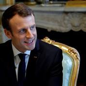 Quand Emmanuel Macron reçoit des élus de droite à l'Élysée