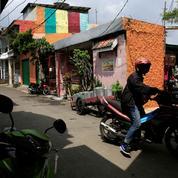 Les triporteurs indonésiens menacés par les motos-taxis en mode Uber