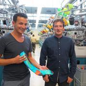 Salih Halassi et Thierry Carpentier remettent les chaussettes Kindy sur pied