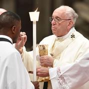 Le pape François baptise un jeune clandestin devenu un héros en arrêtant un braqueur