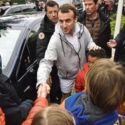 Édouard Philippe monte au front, Emmanuel Macron reste en surplomb