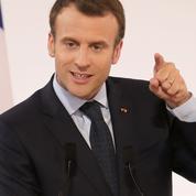 Un an après son élection, Macron enfile le costume du chef de guerre