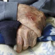 Maisons de retraite: 15 mesures pour mieux prendre en charge les personnes âgées