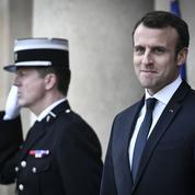 Sondage : Emmanuel Macron séduit de plus en plus à droite
