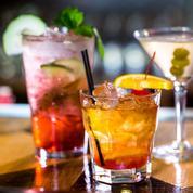 Découvrez l'histoire du cocktail pour briller en soirée