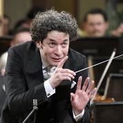Le chef d'orchestre Gustavo Dudamel invité à la Philharmonie de Paris en hommage à Bernstein
