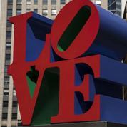 Décès de l'artiste Robert Indiana, créateur des sculptures LOVE