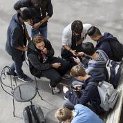 Une proposition de loi pour interdire le portable à l'école