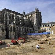 Des fortifications romaines découvertes au pied de la cathédrale du Mans