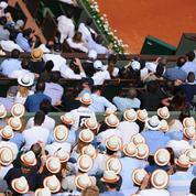 Le panama, l'atout chic dans les tribunes de Roland Garros