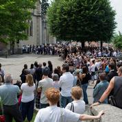 «Maëlys on ne t'oublie pas» : des centaines de personnes rendent hommage à la fillette