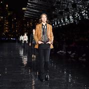 L'homme Saint Laurent sur le macadam new-yorkais