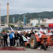 Raffineries : les agriculteurs vont passer la nuit dans les dépôts de carburants bloqués