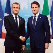 Sur les migrants, Macron tiraillé entre l'opinion et la majorité