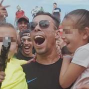 Le rappeur marseillais Elams met en scène dans son clip un enfant avec une arme à feu