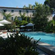 Ces huit salariés qui vont travailler cet été, au soleil, dans une villa louée par leur patron...