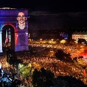 Les monuments historiques voient la vie en bleu après la victoire de l'équipe de France