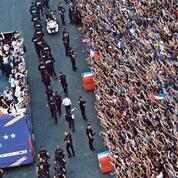 Sur les Champs-Élysées, le retour triomphal des Bleus