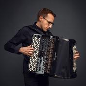 Félicien Brut, Robin des bois de l'accordéon