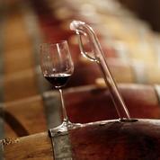 À Nîmes, acheter du vin rouge permet de soutenir la fabrication locale de... jeans