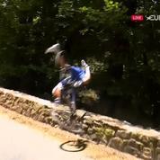 Tour de France : le terrible vol plané au-dessus d'un parapet de Philippe Gilbert