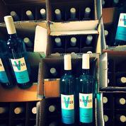 Le vin... bleu débarque en France