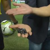 Pour le tirage au sort d'Arsenal-PSG, l'arbitre a utilisé… une carte bancaire