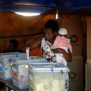 Zimbabwe : deux candidats s'annoncent en tête à l'issue du premier tour de la présidentielle
