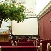 Cinéma en plein air sur le toit du Moulin Rouge