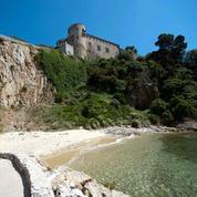 Macron au fort de Brégançon : l'Élysée à la plage