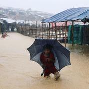 Au Bangladesh, la mousson transforme le camp des Rohingyas en «champ boueux»