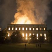 Colère et émotion au Brésil après l'incendie du musée emblématique de Rio
