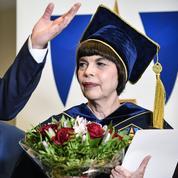 Mireille Mathieu distinguée par l'une des plus prestigieuses universités russes