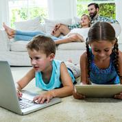 Un enfant sur deux regarde déjà la télévision à 18 mois