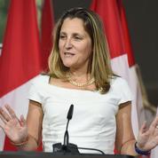 «Gardez votre calme et négociez l'Aléna» : le T-shirt décalé de la ministre canadienne