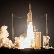 La fusée Ariane assure avec succès son centième vol