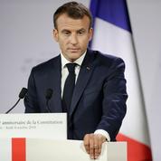 Emmanuel Macron relance sa réforme constitutionnelle et promet de garder le cap