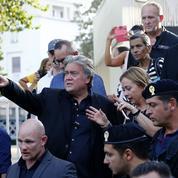 Steve Bannon se pose en gourou des populistes européens