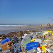 Du plastique découvert dans les selles de huit volontaires