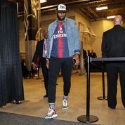 LeBron James s'affiche avec le maillot du Paris SG