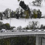 Loire et Haute-Loire bloquées 24heures par de brutales chutes de neige
