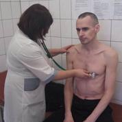 Oleg Sentsov, un mois après la fin de sa grève de la faim, rassure ses proches et écrirait une pièce