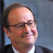 «Je suis à Brive et comme par hasard, il pleut» : François Hollande bateleur d'une très riche Foire du livre