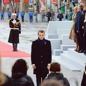 Macron se pose en chef de file du camp de la paix