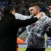Une pétition pour un fan de Leicester interdit de stade après avoir consolé le fils du propriétaire