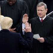 Passe d'armes inédite entre Trump et le chef de la Cour suprême