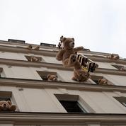 Invasion de nounours géants dans le quartier des Gobelins à Paris