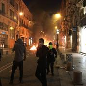 À Avignon, les mots d'ordre des «gilets jaunes» partent en fumée