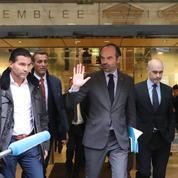 Macron et Philippe suspendent la hausse de la taxe carbone et des tarifs du gaz et de l'électricité